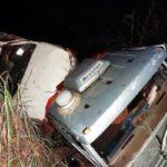 Riachão das Neves – Motorista fica ferido após caminhão-guincho sair da pista na BR-135