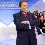 Silvio Santos, com pressa, bate carro em escada do SBT: 'Ih, caramba'